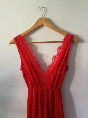 czerwona długa sukienka maxi dekolt v rybka koronkowa
