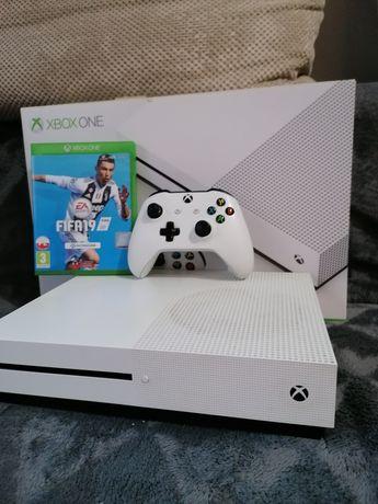 Konsola Xbox one S  wersja z napedem w bardzo dobrym stanie