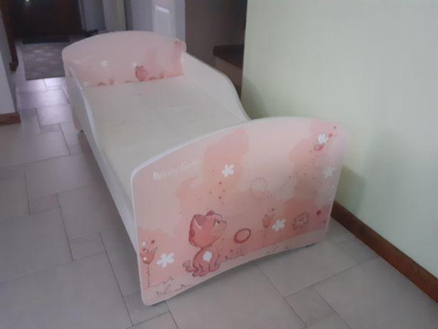 Łóżko, łóżeczko dla dziewczynki.