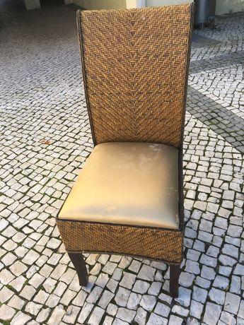 Cadeiras em verga e madeira maciça