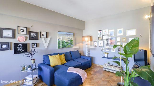 Apartamento T4 com lugar de garagem para venda perto do Metro da Trind