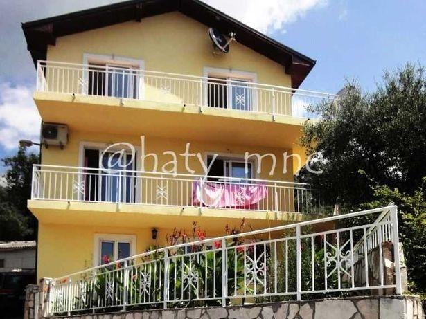 Черногория, Трехэтажный дом 220м2 с видом на море в Бечичи, Будва