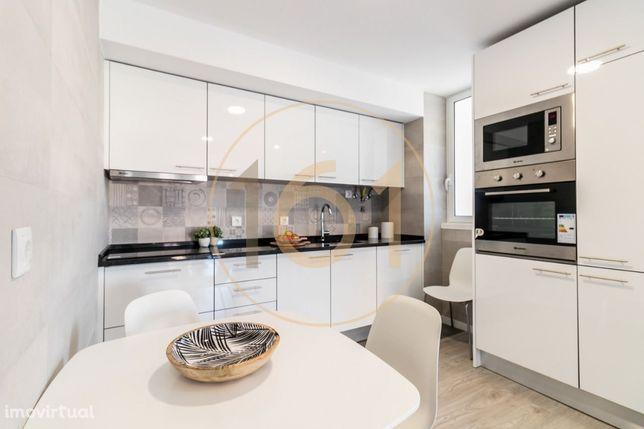 Apartamento T2 em total remodelação em Benfica