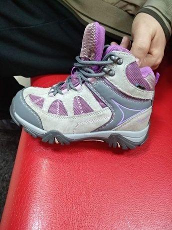 Кроссовки на девочку термо.
