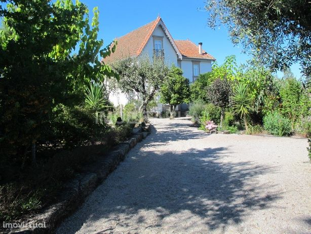 Moradia secular em pedra, renovada com grandes jardim e 1...