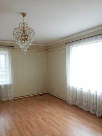 Продам квартиру в пгт Золочев