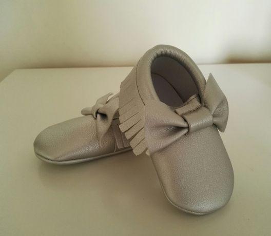 Buciki niemowlęce niechodki nowe mokasynki srebrne cudne wkł. 10 cm