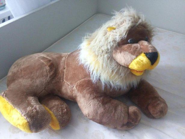 Лев мякі іграшки