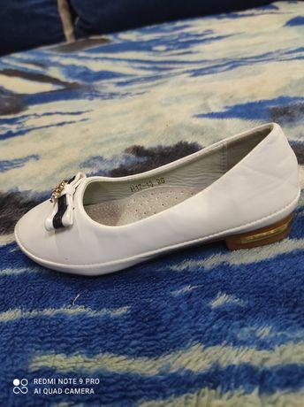 Белые туфельки для девочки