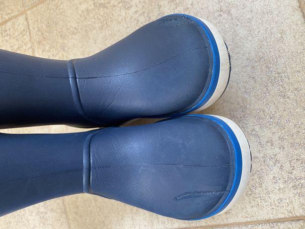 резиновые сапоги Crocs и дождевики Lupilu