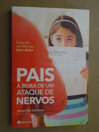 Pais à Beira de Um Ataque de Nervos de Jorge Rio Cardoso