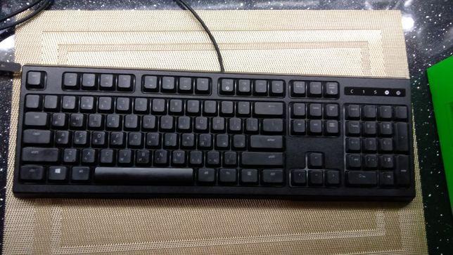 Продаю игровую клавиатуру с подсветкой Razer Ornata Chroma