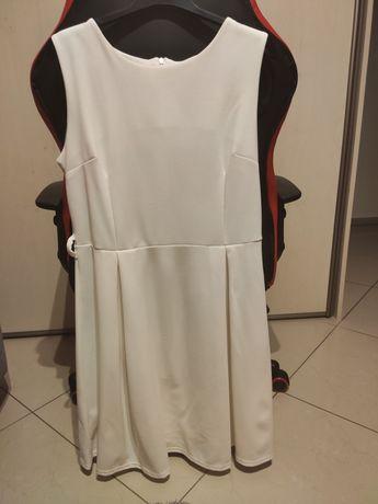 Sukienka biała rozkloszowana