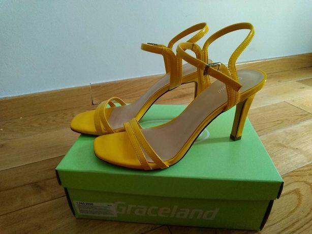 Nowe sandały damskie w rozmiarze 38