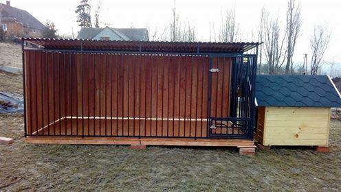 Kojec dla psa 3x2 m zabudowany drewnem