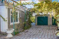 Дом в центре села Молодежное с отоплением и коммуникациями