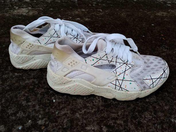 Кроссовки на женские. 100 грн
