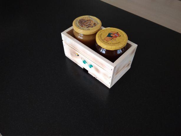Pudełko - skrzynka z drewna, opakowanie na miód, przetwory, słoiki.