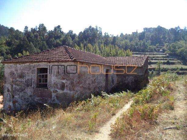 Casa para restaurar - Espadanedo, Cinfães