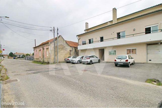 Apartamento T2 com garagem fechada a 2 kms do Glicínias Plaza - Aradas