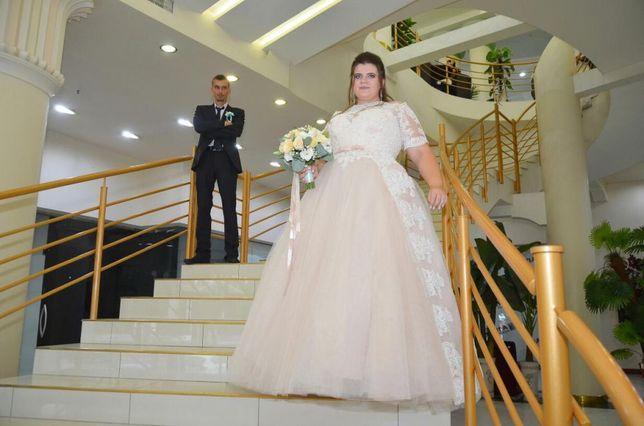 Продам свадебное платье 56 размера пудрового цвета