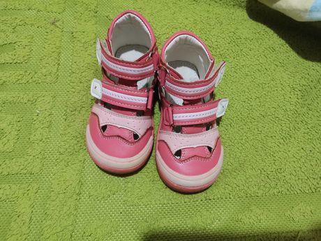 Продам босоножки, туфли для девочки.