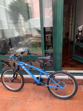 Bicicleta para criança seminovo.