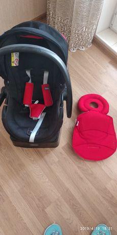 Автокресло Chicco для ребенка с рождения до года