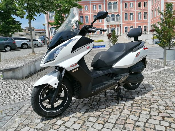 Maxi Scooter Kymco Downtown 125