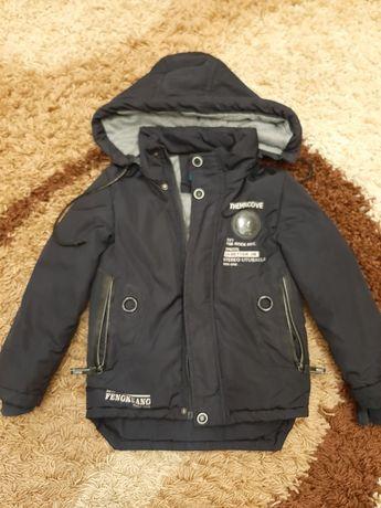 Продаю детскую куртку весна осень