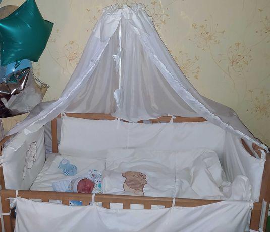 Детская кроватка и защита с балдахином