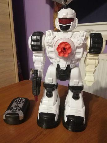 Robot strzelajacy na pilot..
