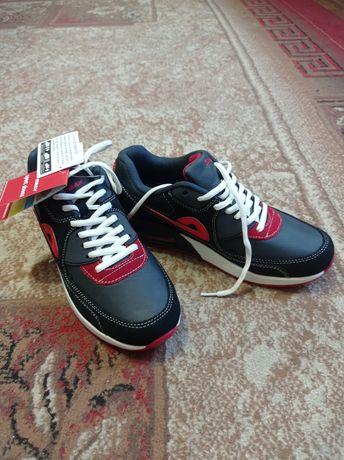 Продам новые кроссовки Demax
