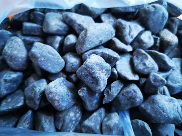 1 kilo de pedra branca /preta para aquário com portes incluídos