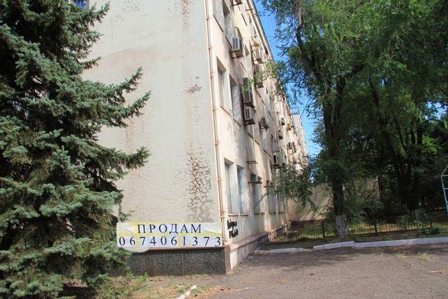 Донецька обл., м. Маріуполь, площа Машинобудівників 1