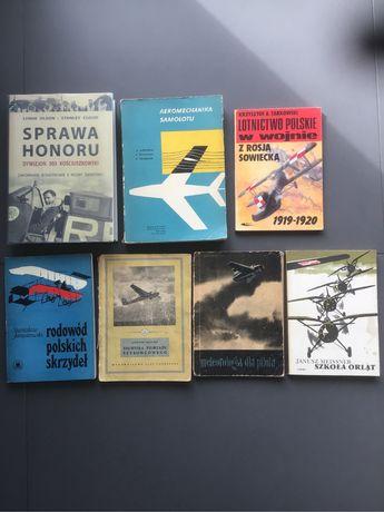 Zestaw unikatowych książek związanych z lotnictwem.