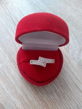 Piekny srebrny pierścionek z cyrkoniami!