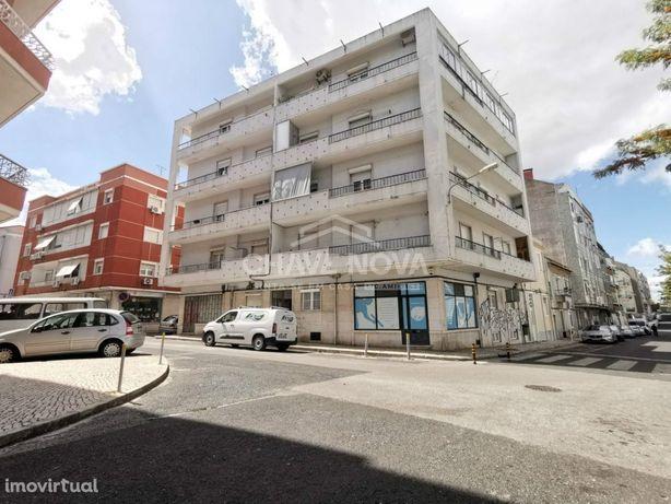 Apartamento T2 Situado na Rua Artur Ferreira da Silva nº 2, Loures,...