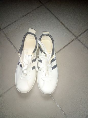 Buty sportowe r.43 nowe