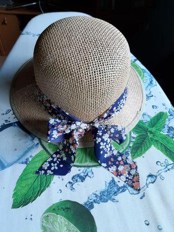 Słomkowy kapelusz z kokardą