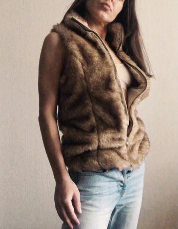 Жилетка Zara меховая