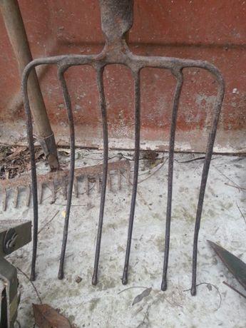 Лопата совкова, граблі, щітка, габлі, вила для буряків