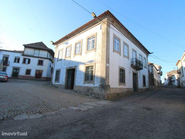 Centro da Vila! Bonita casa senhorial e casas anexas (1 q...