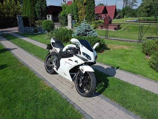 Motocykl MEGELLI 125r +kask kombinezon