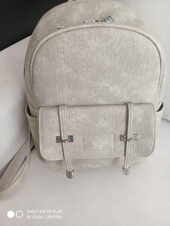Рюкзак світлого кольору