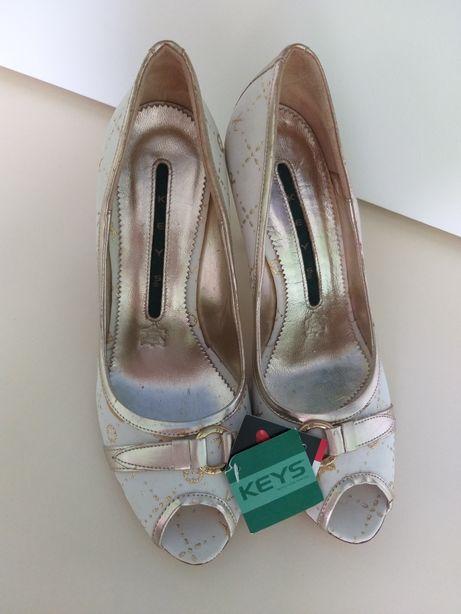 Продам босоніжки Keys Італія
