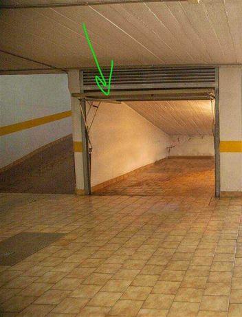 Arrendo Garagem Box em Algés - 15 m2