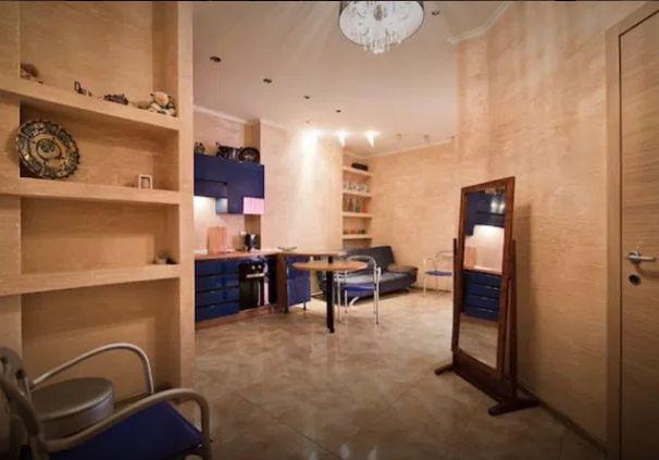 Продам 2х комнатную с ремонтом на Канатной (И)