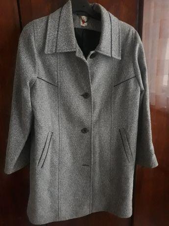 Szary płaszcz jesienny