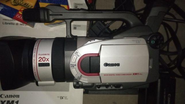 Відеокамера Canon xm1